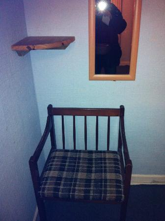Whiteways Guest House: ONLY SHELF IN ROOM