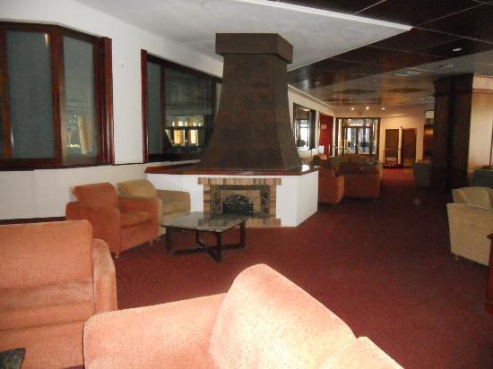 Beverly Playa: Salon du rez de l'hôtel