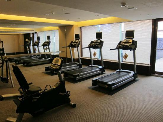Monarch Skyline Hotel: Spacious sparse gym