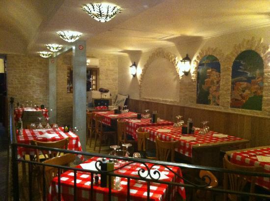 Restaurant la piazzetta dans menton avec cuisine italienne for Restaurant italien 95