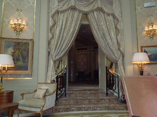 El Palace Hotel: Lobby area