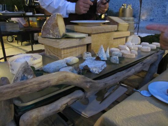 Entre Vigne Et Garrigue Restaurant : Le chariot de fromages