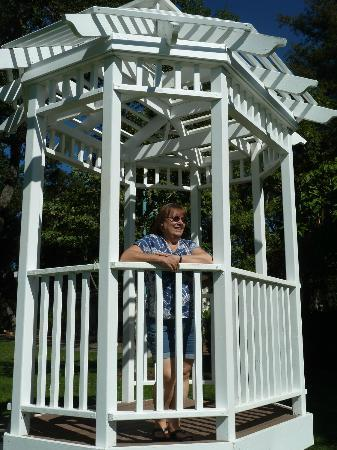 Atascadero Lake Park: lovely gazebo