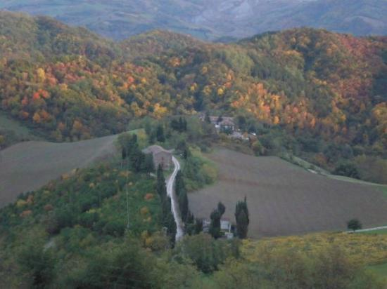 Mercato Saraceno, Itália: Il panorama sulla bellissima Pieve di Montesorbo