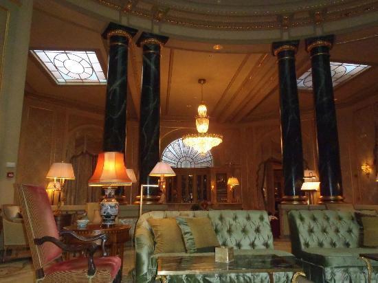 El Palace Hotel: Hotel lobby