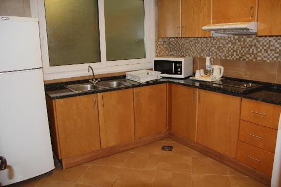 Al Khoory Hotel Apartments: Kitchen