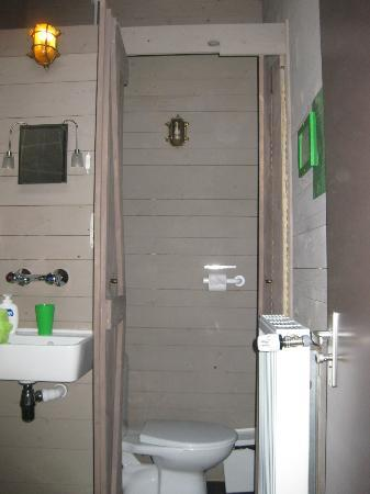 Vita Nova: Toilet area separate from shower