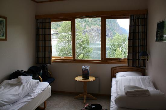 Heimly Pensjonat: Spacious double room with two comfy single beds