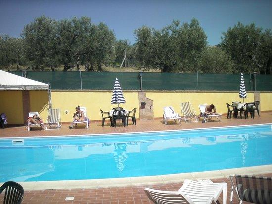 Agriturismo la Rocca Assisi: piscina