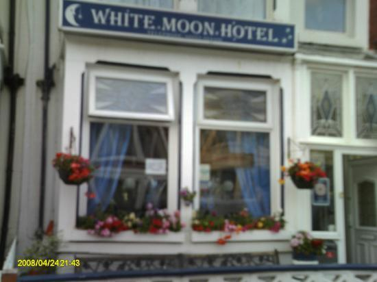 White Moon Hotel: Outdoor view