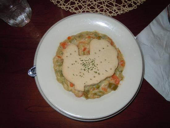 Artist's Colony Restaurant: Chicken Pot Pie...was delicious!