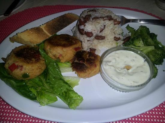 Seascape Inn, Andros: Great crabcakes with homemade bread
