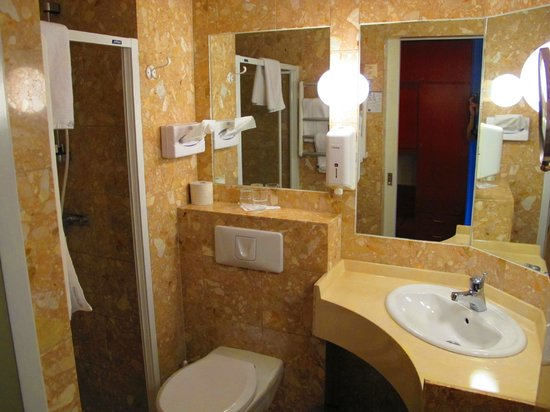 Best Western Strand Hotel: Bathroom