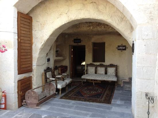 Elysee Cave House: harem room entrance
