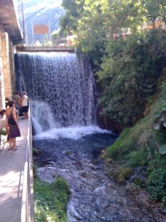 Hotel Da Faustina Ristorante: le cascatelle ... vicino al ristorante 