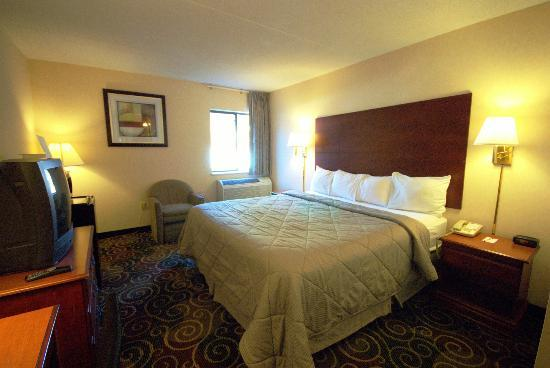 Econo Lodge Harpers Ferry: Guest room with king bed