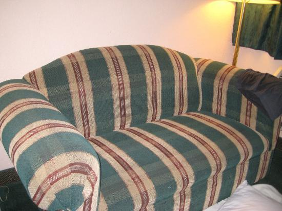 Knights Inn South Padre Island: Clean but old couch