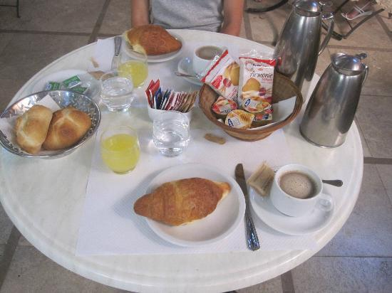 Hotel Donatello: Baked goods, coffee, and orange juice for breakfast. Delicious!