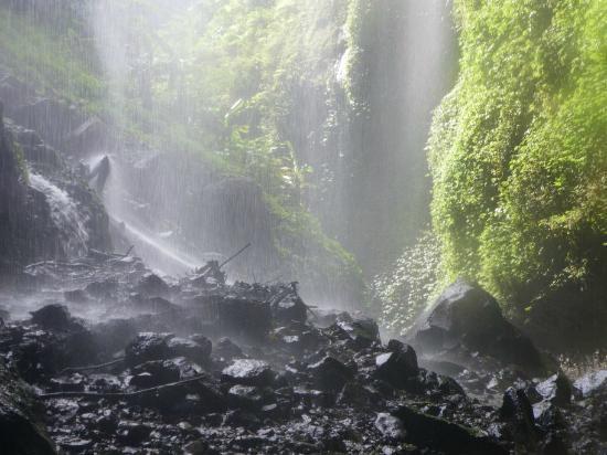 Madakaripura Waterfall : walking through the waterfalls