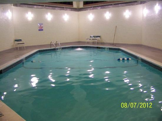 La Quinta Inn & Suites Minneapolis Bloomington W : La Quinta Bloomington's pool