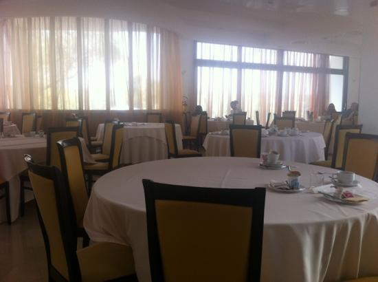 Grand Hotel Sofia: panico a colazione tavolo vuoti con ancora le cose sopra!