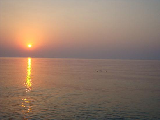 Anatolia Resort Hotel: Bei Sonnenaufgang schwimmen