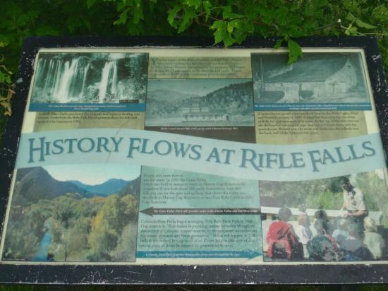 Rifle Falls: Informational signs throughout the park