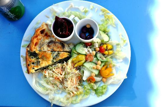 The Blue Cow: 2 quiches with salad