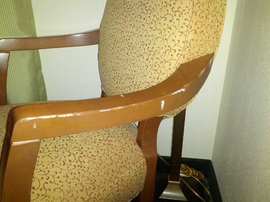 Fairfield Inn & Suites Burlington: Our beat-up chair