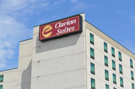 Clarion Suites at the Alliant Energy Center: Close up of sign