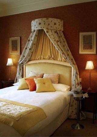 The Bailie Hotel: Deluxe Rooms