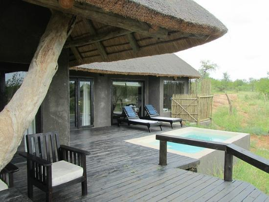 Ezulwini Game Lodge: Outside our private chalet