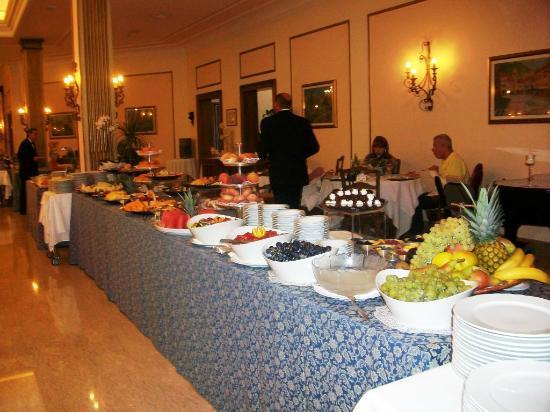 Hotel La Residence & Idrokinesis: buffet di frutta....