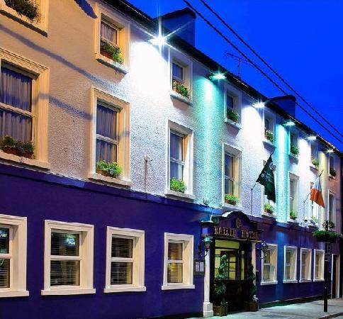 Bailieborough, Irlanda: Front of Hotel