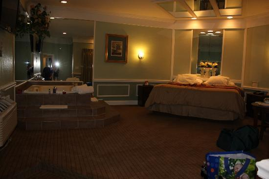 Inn of the Dove - Bensalem: Deluxe Suite