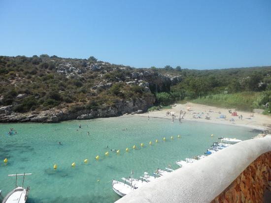 View of the beach foto di grupotel mar de menorca cala for Le marde hotel