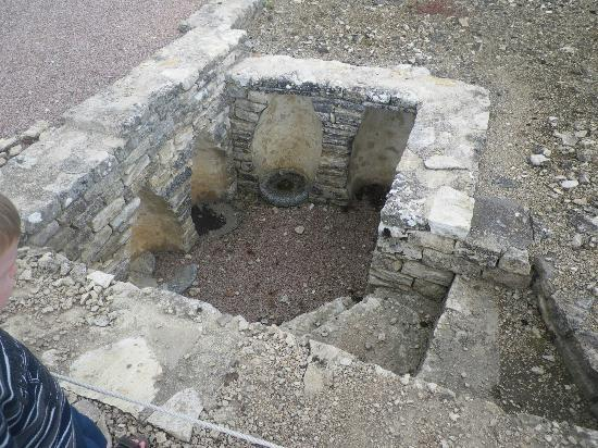 MuséoParc Alésia : Fouilles : la cave à amphores