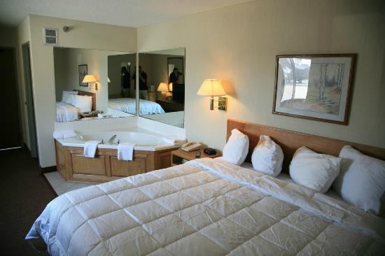 New Victorian Inn & Suites - Kearney: King Jacuzzi Suite