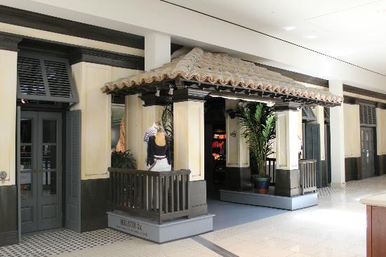 Aventura Mall: Una de las fachadas de las tiendas