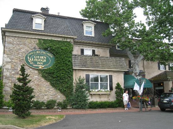 Golden Plough Inn at Peddler's Village: Outside the main inn building