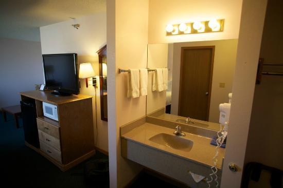 New Victorian Inn & Suites York: Sinks in every room