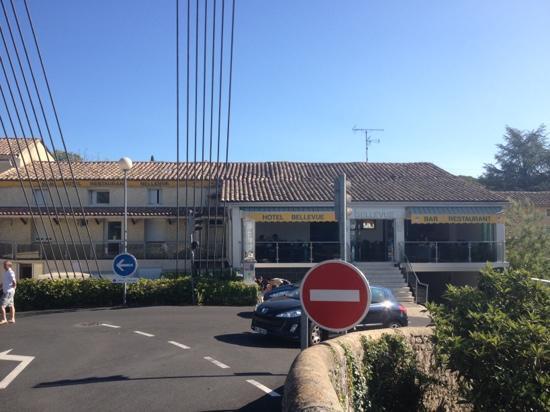 Saint-Martin d'Ardeche, France : L hôtel et son restaurant