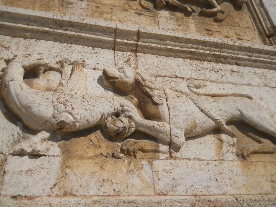 Basilica di San Pietro : dett. facciata
