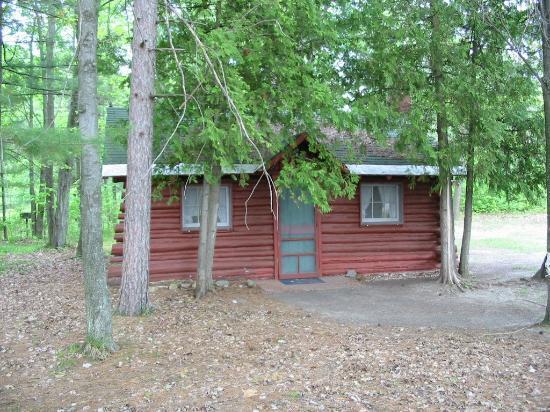 Ellis Lake Resort: Maple Log Cabin