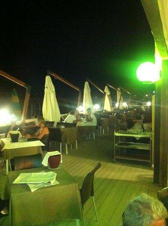 La terrazza sulla spiaggia di Alcione