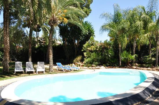 El Oasis Villas: The smaller pool