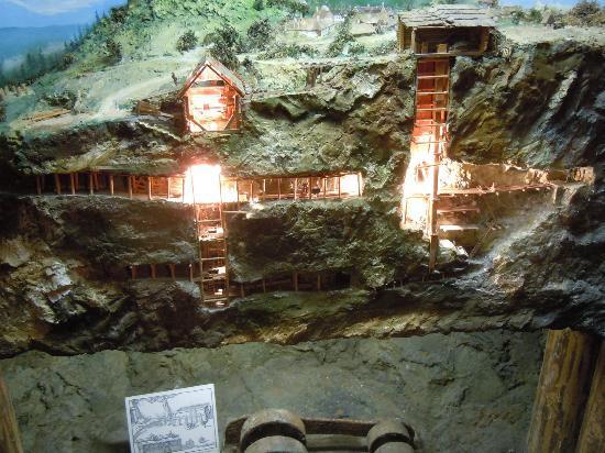 Felsenmuseum: Makieta wyrobiska serpentynu