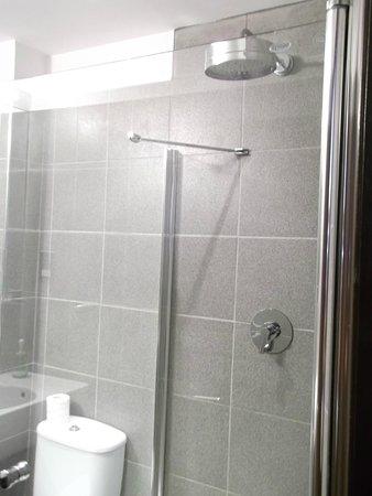 Aaron Glen: Shower 