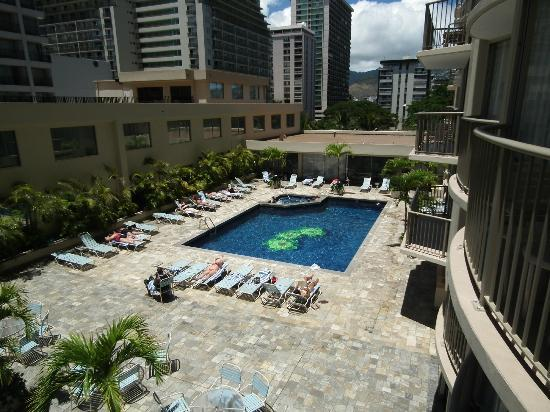 Book early and get the lowest airfares to Honolulu