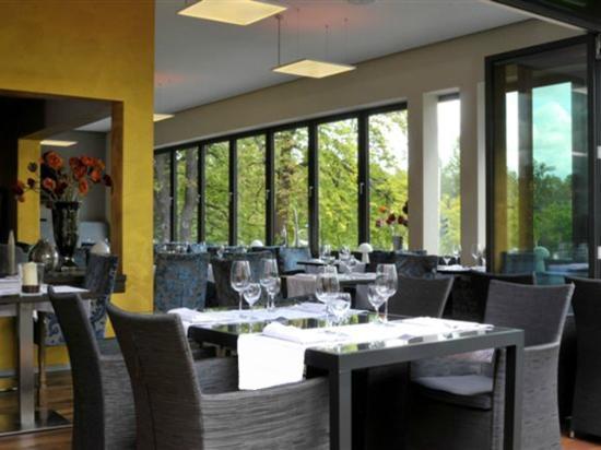 Hotel Central Hof . Partner of SORAT Hotels: Restaurant Kastaniengarten im Hotel Central Hof
